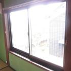 施工後。既存の柱や敷居鴨居間の縦横の寸法に合わせてサッシをオーダー注文します。