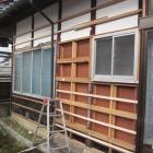 既存の鉄板外壁を解体して下地修繕したとこ。