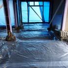 防湿用に土間シートを貼ります
