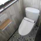 内装材を張り替えたら別のトイレに変身しましたよ。